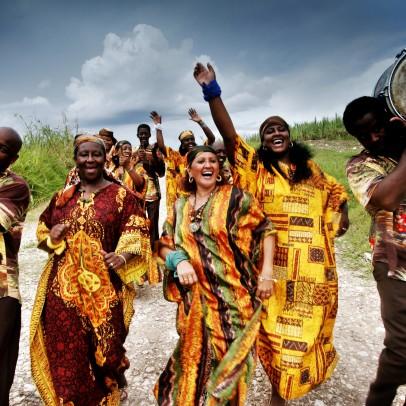Les Desandann chorus from camagüey, performing in a sugarcane field. The chorus has haitian roots.