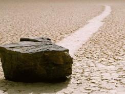 """I Luoghi più """"Alieni"""" della Terra: le Moving Rocks in California (con Video)"""