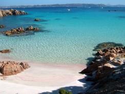 """La Spiaggia """"rosa"""" dell'isola di Budelli, un Luogo Italiano famoso nel Mondo"""
