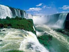 Il meraviglioso spettacolo delle Cascate Vittoria tra Zambia e Zimbabwe