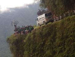 """""""El camino de la muerte"""", la strada più pericolosa del mondo, Bolivia [video]"""