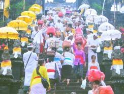 Bali. I Festeggiamenti per il Compleanno del Tempio Madre