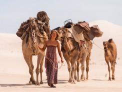 Tracks – Una Donna Viaggia da Sola attraverso il Deserto Australiano